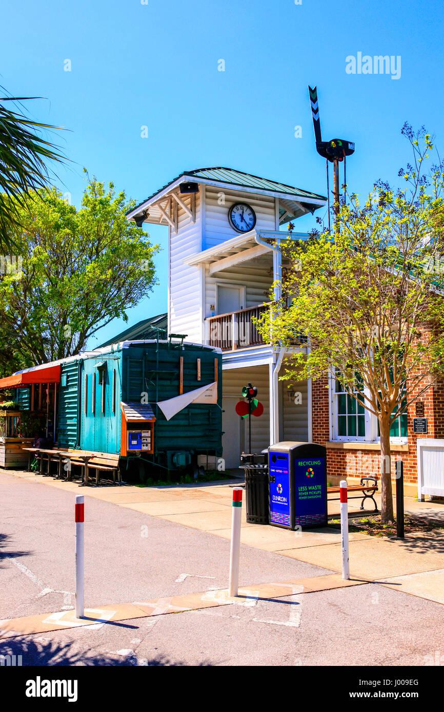 Living In Dunedin Fl : The Dunedin Historical Museum in downtown Dunedin, Florida ...