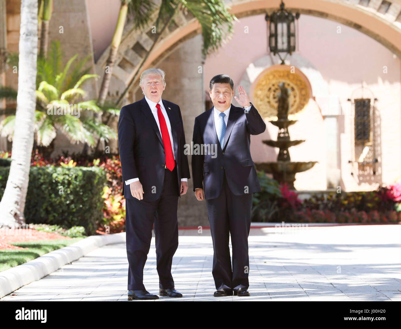 Mar-a-Lago, Florida, USA. 07th Apr, 2017. Chinese President Xi Jinping (R) and his U.S. counterpart Donald Trump - Stock Image