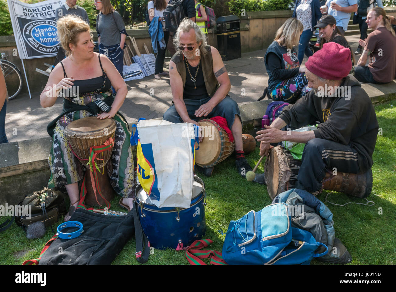 London, UK. 8th April, 2017. Boat dwellers drum at a rally before marching to Downing St and DEFRA to demand the - Stock Image