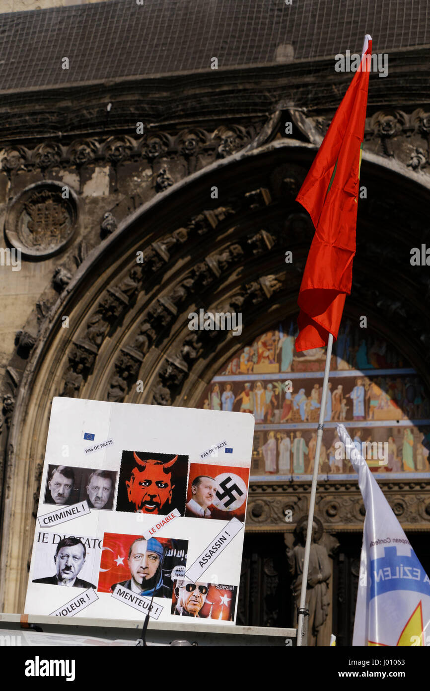 Paris, France. 8th April, 2017. Demonstration of solidarity with political prisoners on hunger strike in Turkey. Stock Photo