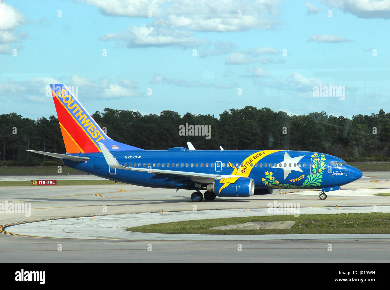 Southwest Airlines Boeing 737-700 N727SW - Stock Image