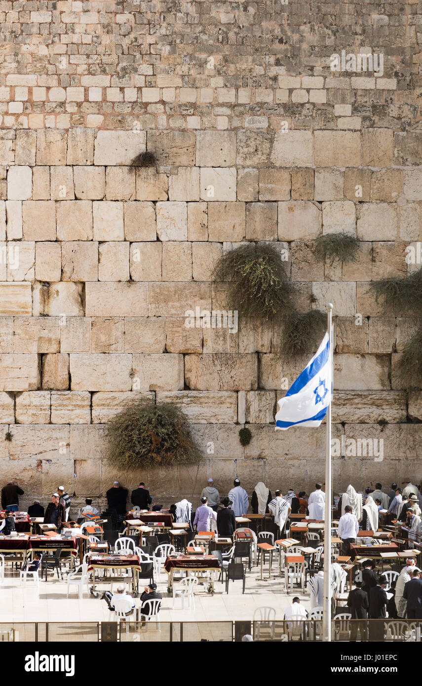 Israel flag fluttering in the wind in front of the holy Wailing Wall (Israel) - Stock Image