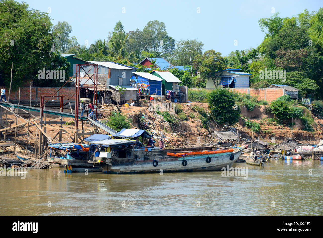 Community on the banks of the Mekong River, Cambodia - Stock Image
