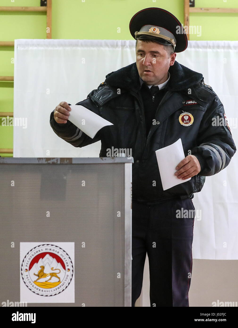 Tskhinval, South Ossetia. 9th Apr, 2017. A police officer votes at the 2017 South Ossetian presidential election - Stock Image