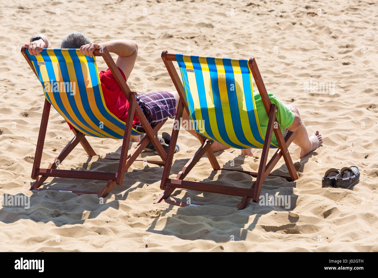 Bournemouth, Dorset, UK. 9th Apr, 2017. UK weather: lovely warm sunny day as visitors head to the seaside to make - Stock Image