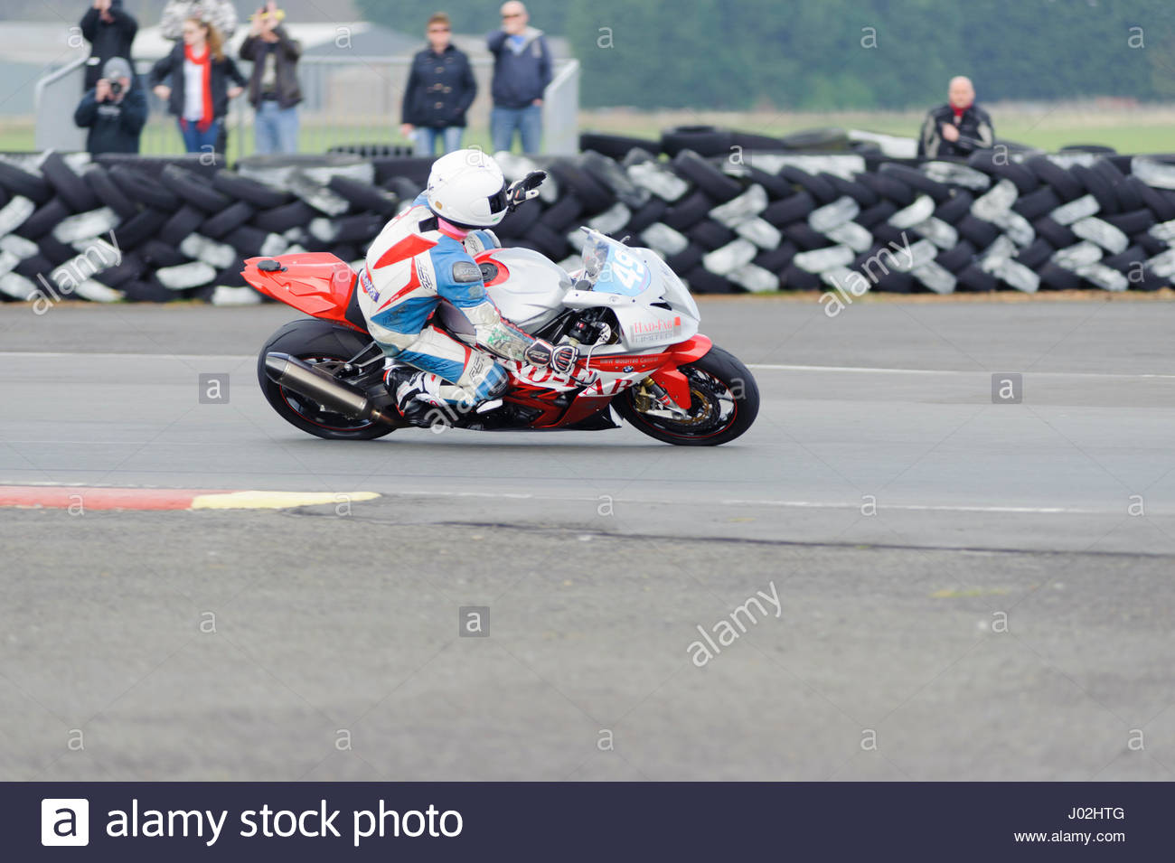East Fortune, UK. 9 April, 2017.  49 Paul McClung acknowledges the crowd after winning the Scottish Superbikes Formula - Stock Image