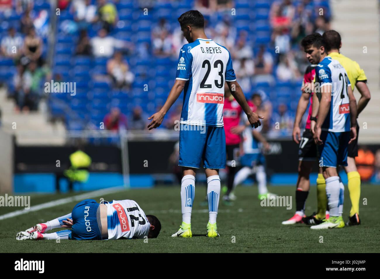 Barcelona, Spain. 8th April, 2017. Diego Reyes laments the injuries of Aaronduring La Liga Santander matchday 31 - Stock Image