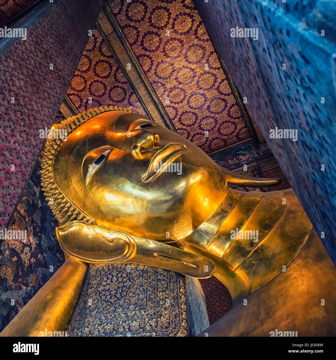 Reclining buddha in Wat Pho temple, Bangkok - Stock Image