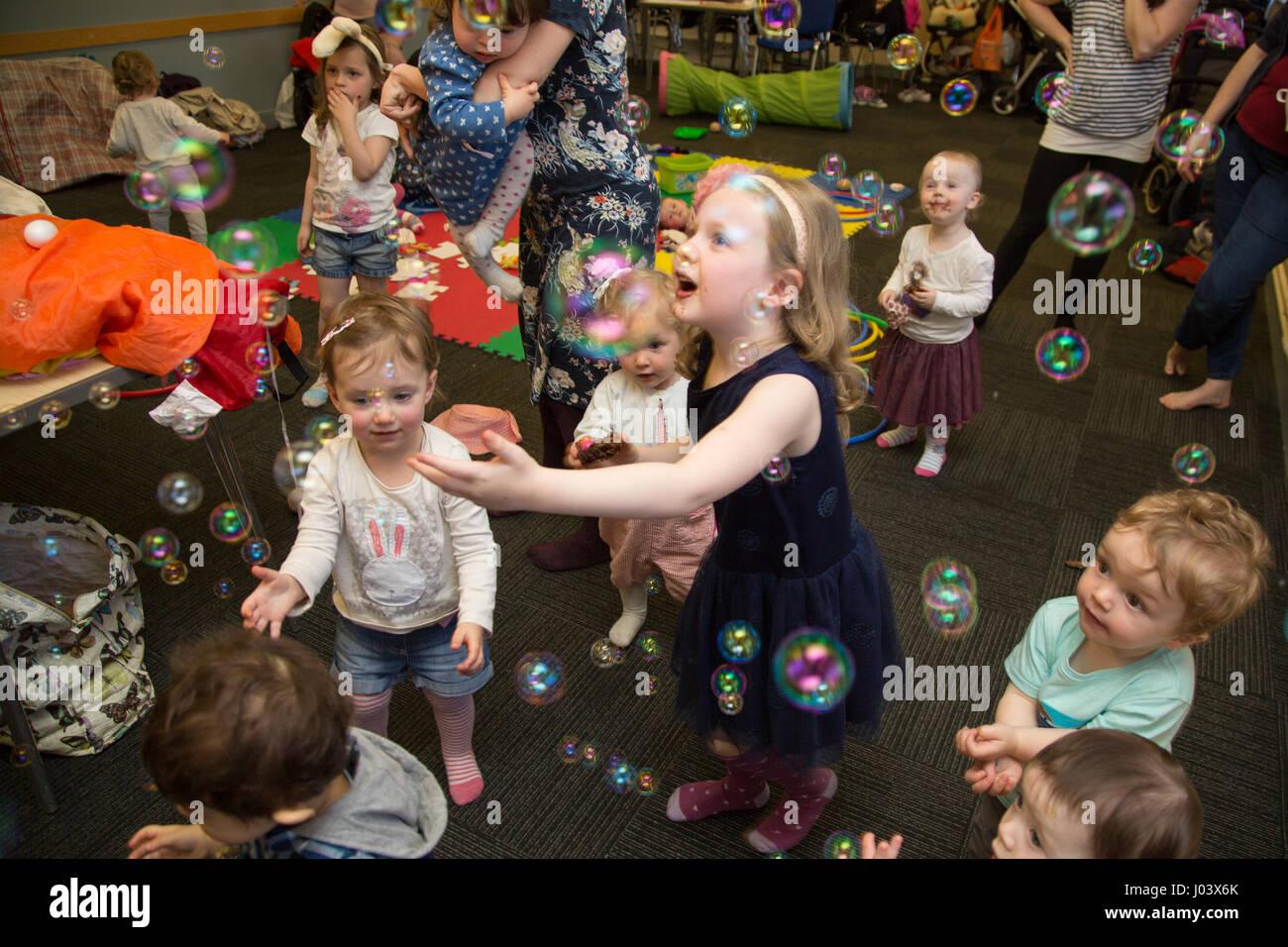 Baby & Toddler sign language class - Stock Image