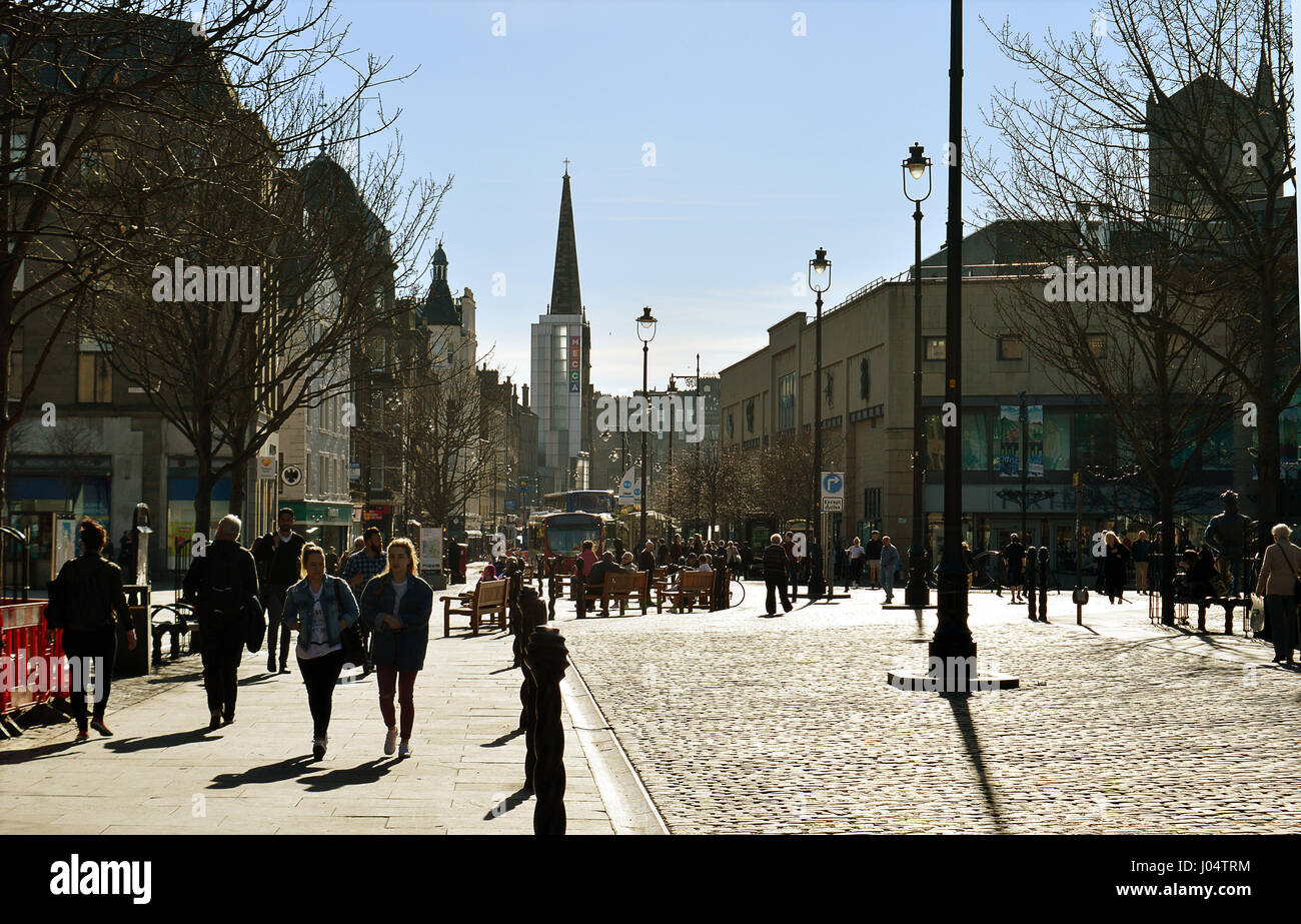 DUNDEE, SCOTLAND - 27 MARCH 2017: Shoppers and strollers enjoy the sunshine in the city's refurbished City Square - Stock Image