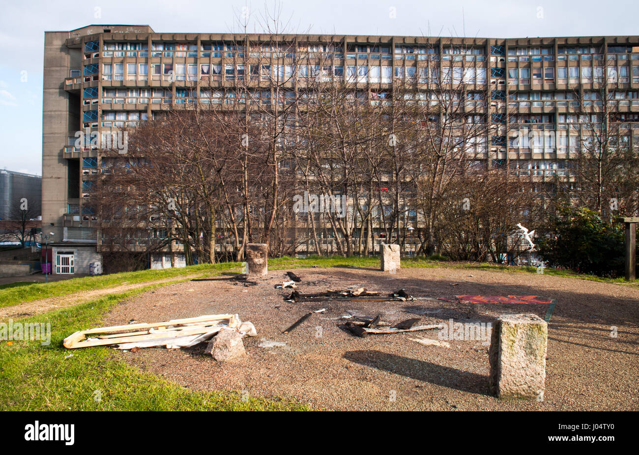 London, England, UK - February 17, 2013: Brutalist council housing blocks in the Robin Hood Gardens council estate, - Stock Image