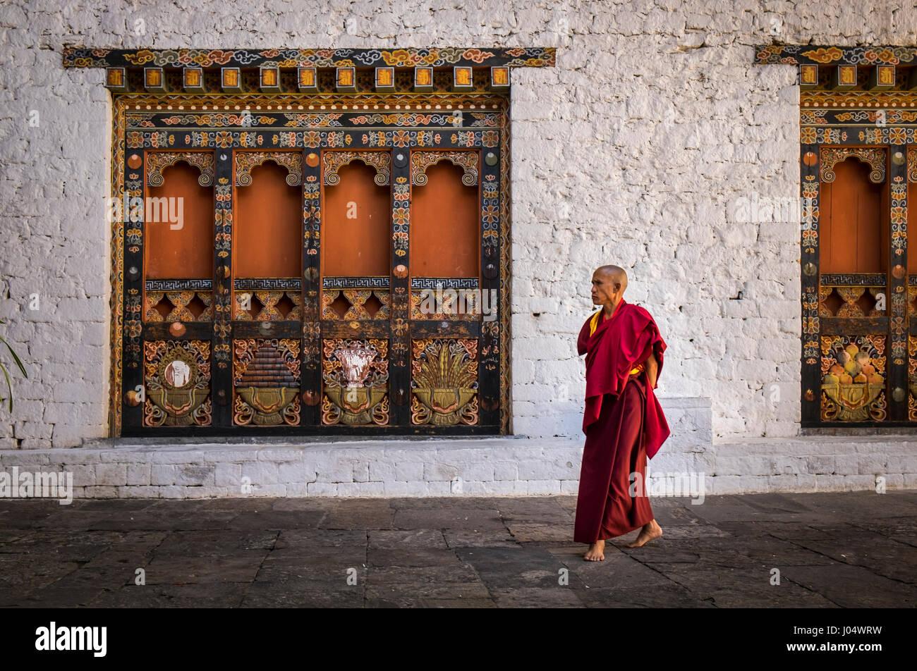 PUNAKHA, BHUTAN - CIRCA October 2014: Monk walking in the Punakha Dzong, a landmark in Punakha, Bhutan - Stock Image