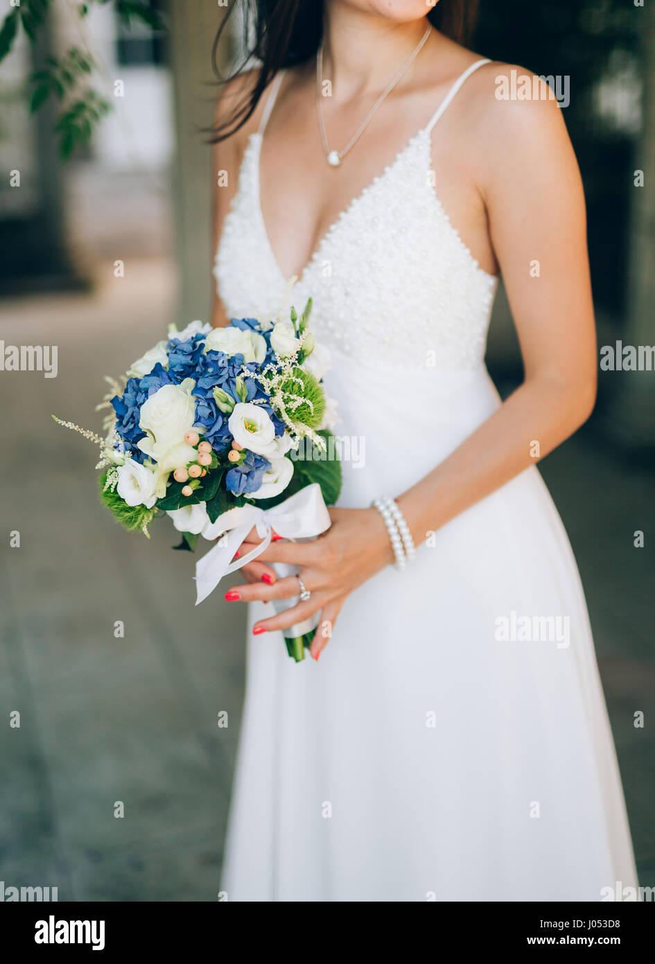 Bouquet Sposa Lisianthus.Wedding Bridal Bouquet Of Hydrangeas Astilba Lisianthus In The