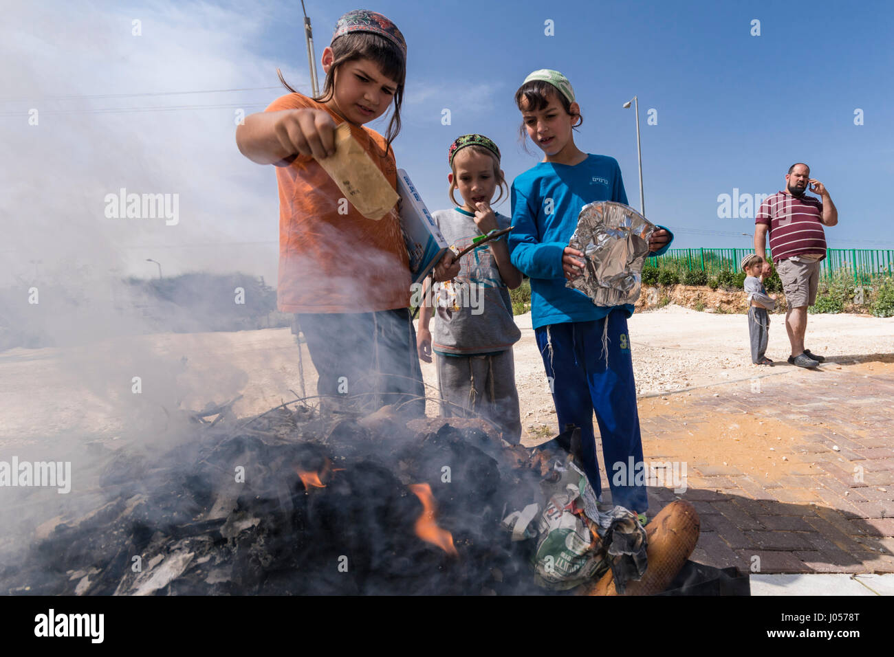 Elkana, Israel. 10th April, 2017. Jewish Orthodox childern burn breads, wheat and flour, as part of the preperations - Stock Image