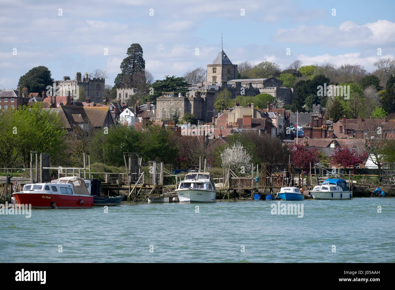 Arundel, UK. 10th April 2017. UK Weather. With temperatures reaching the mid to high teens, the boats moored on the glistening water and the castle towering on the mound above makes the banks of the river Arun in in the ancient town of Arundel in West Sussex a very pleasant place to take a afternoon stroll. © Photovision Images News / Alamy Live News. Credit: Photovision Images News/Alamy Live News Stock Photo