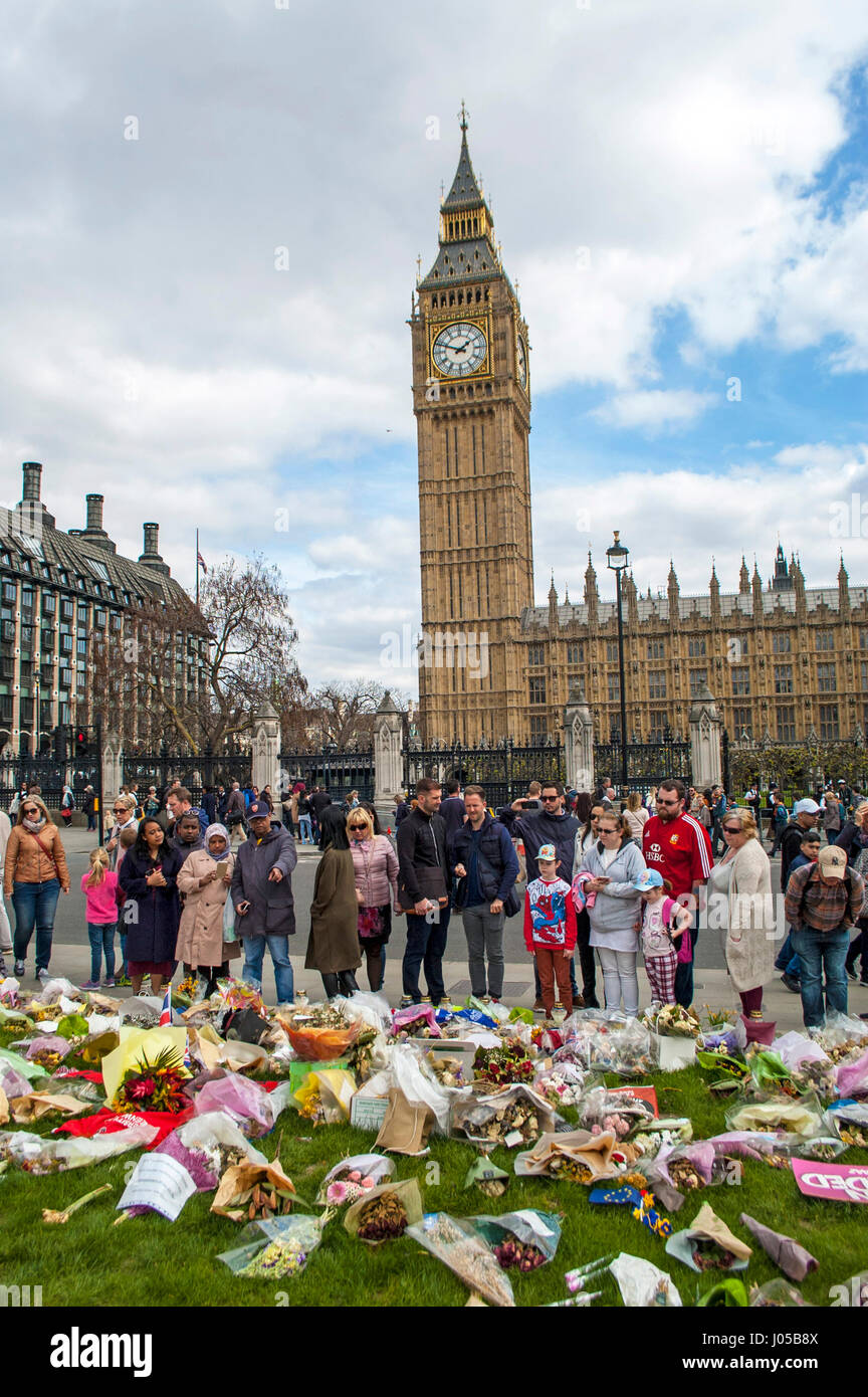London, UK. 10th Apr, 2017. Crowds who watched the funeral procession look at the tributes opposite the gate. The - Stock Image