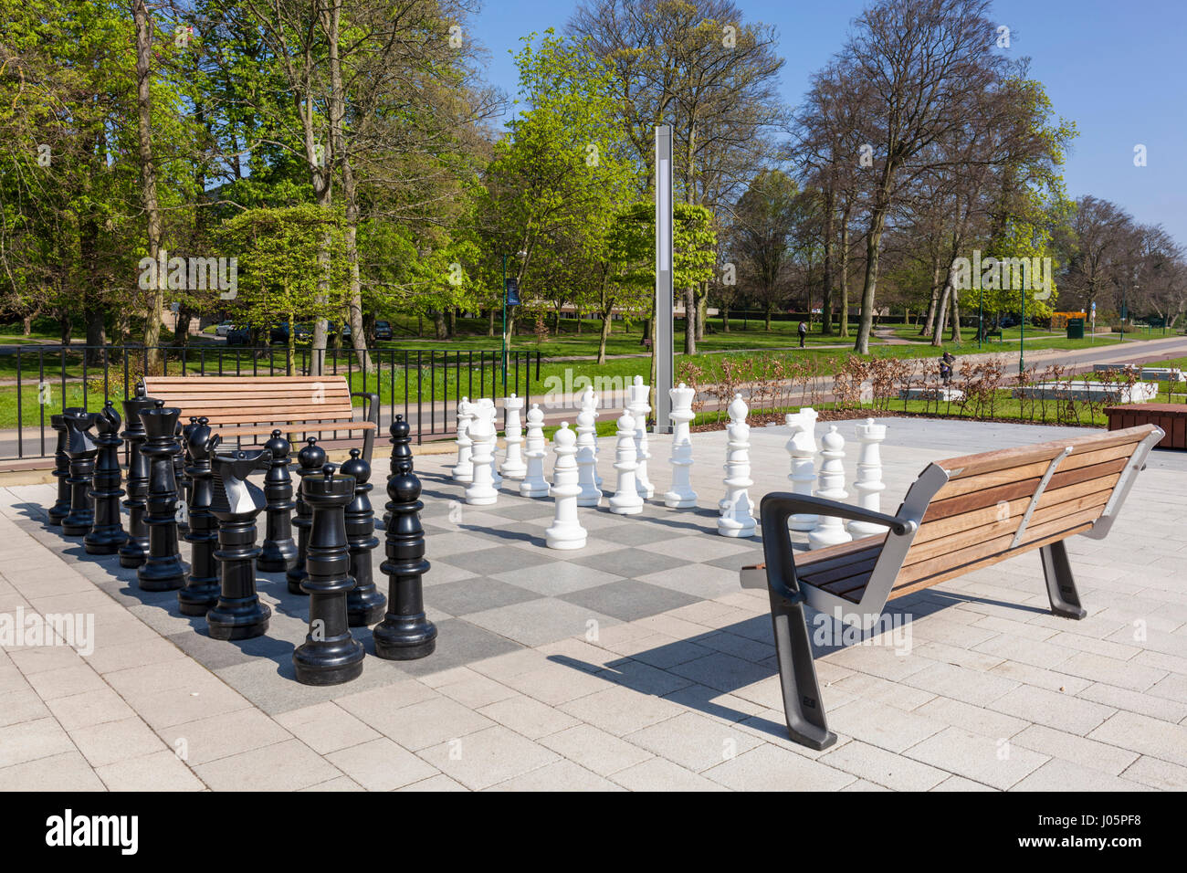 nottingham university Outdoors chess set chess board with pieces of chessmen university campus nottingham university - Stock Image
