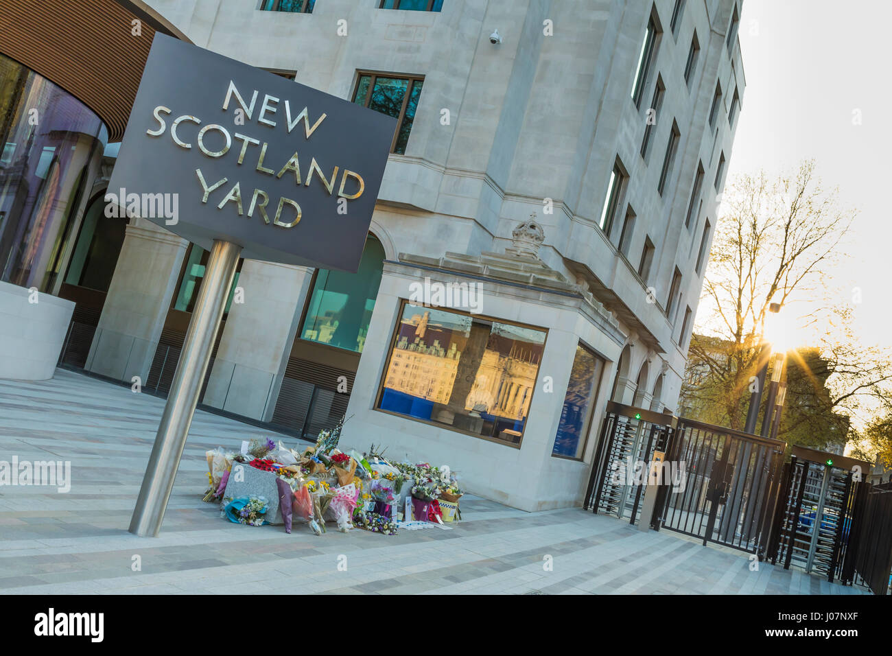 The floral tribute for PC Keith Palmer at the Metropolitan Police Headquarters in Westminster, London, UK - Stock Image