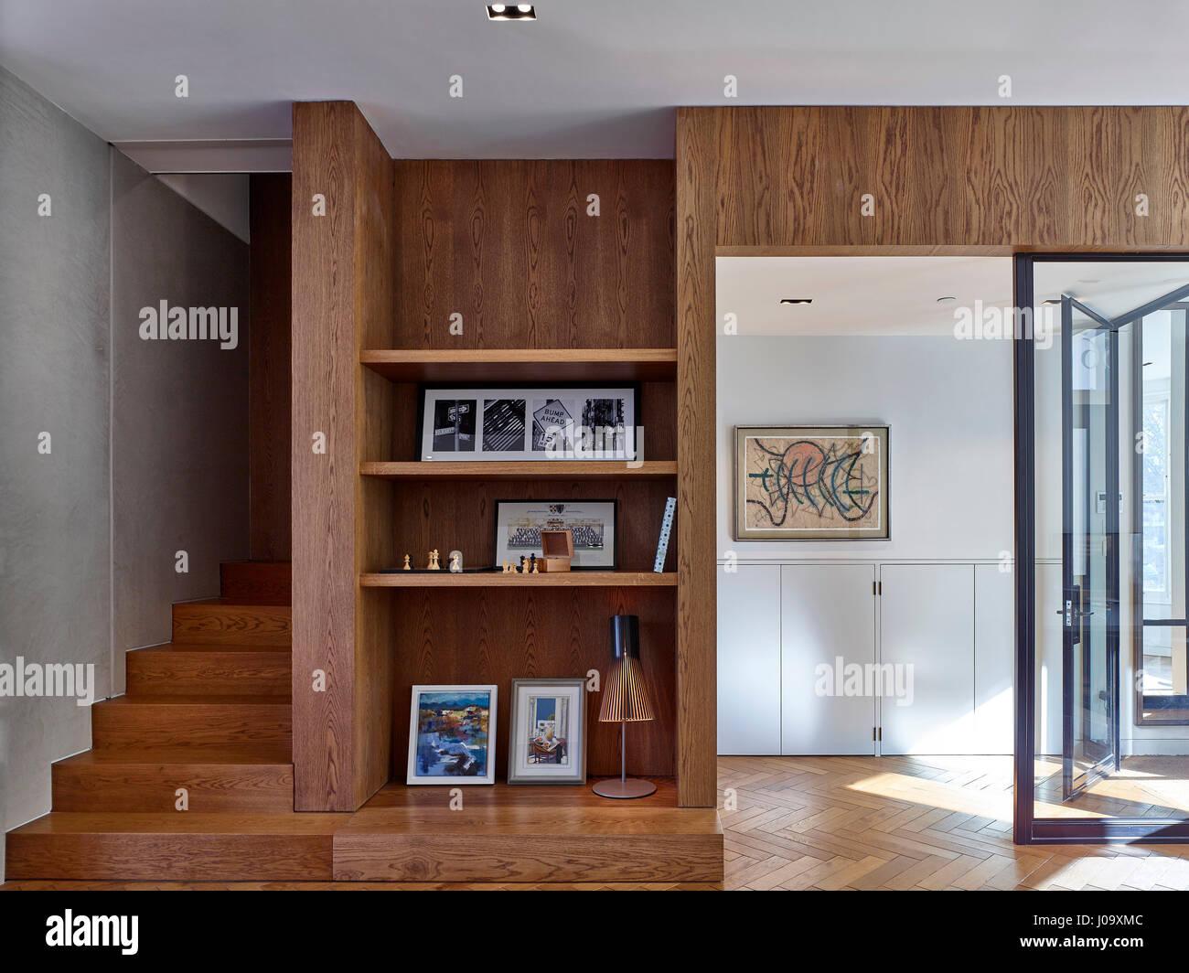 Shelves. Hampstead Ponds House, London, United Kingdom. Architect: Stiff + Trevillion Architects, 2016. - Stock Image