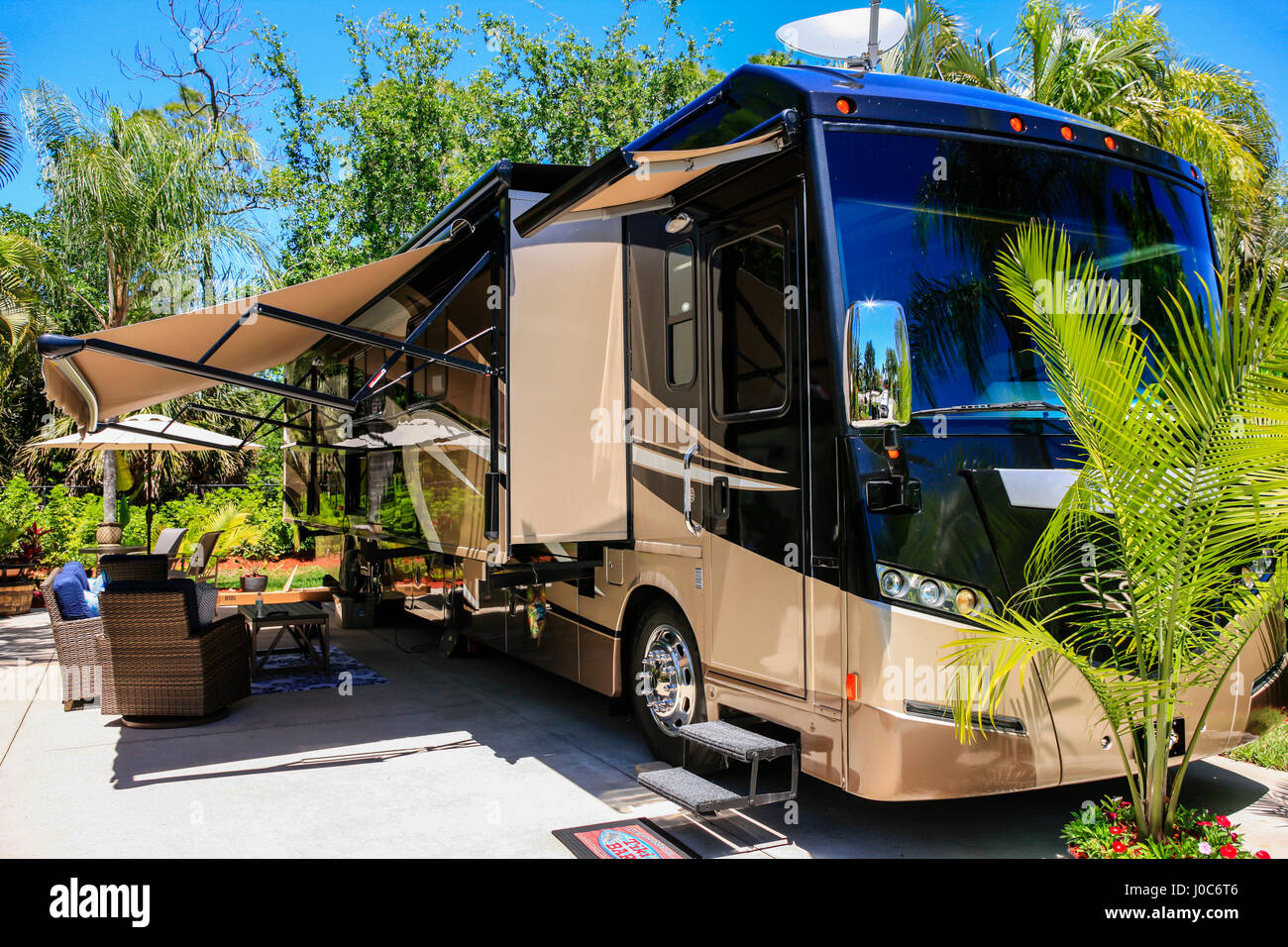 Itasca  motorhome at Pelican Lake Motorcoach Resort in Naples, FL, home to many snowbirds during the winter months - Stock Image