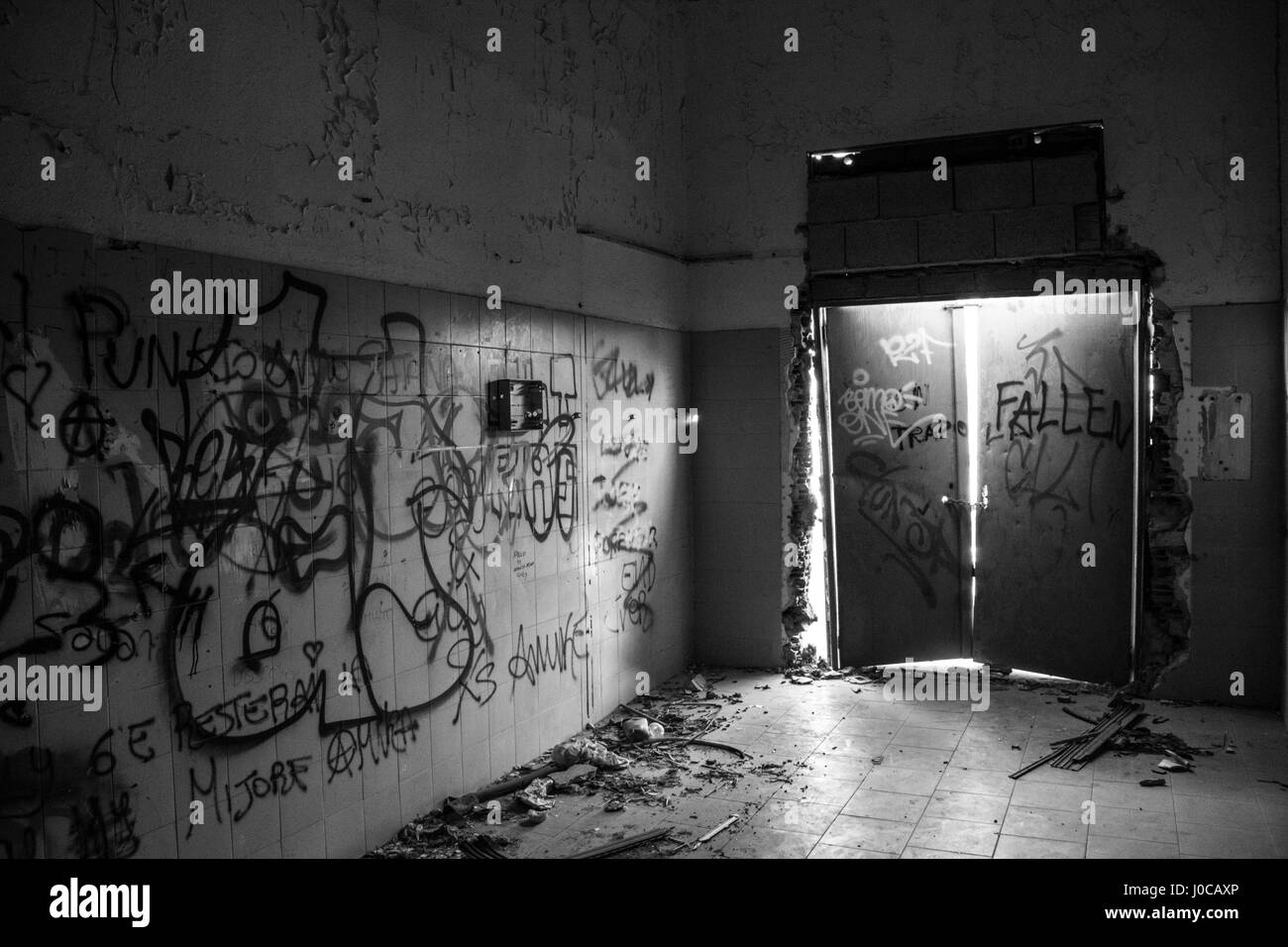 A room in the derelict Hospital on the Poetto beach in Cagliari which has been due for renovation or demolition - Stock Image