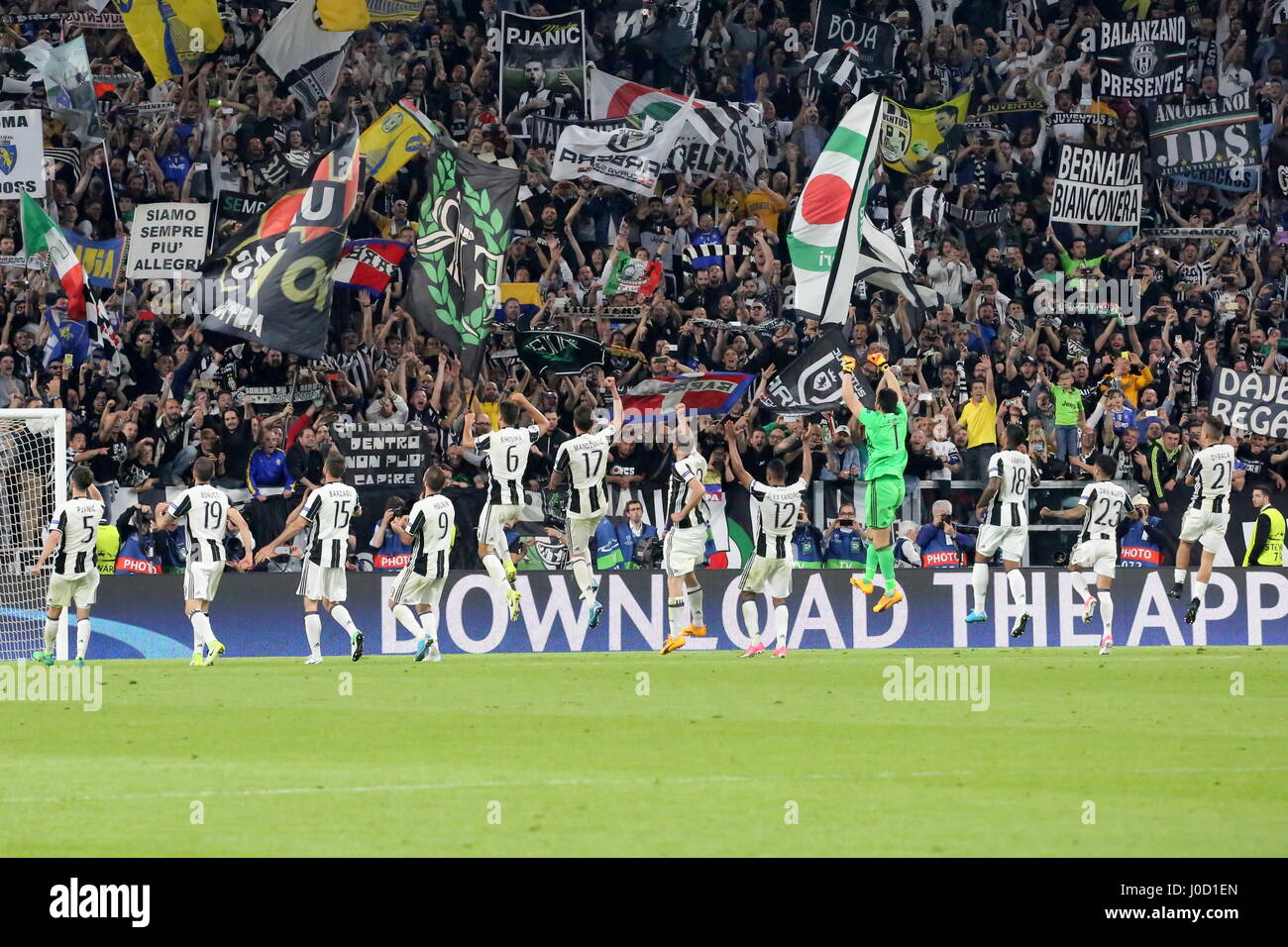 Turin, Italy. 11th Apr, 2017. Juventus palyers celebrate after the 3-0 obtained against Barcelona in the 1st leg - Stock Image