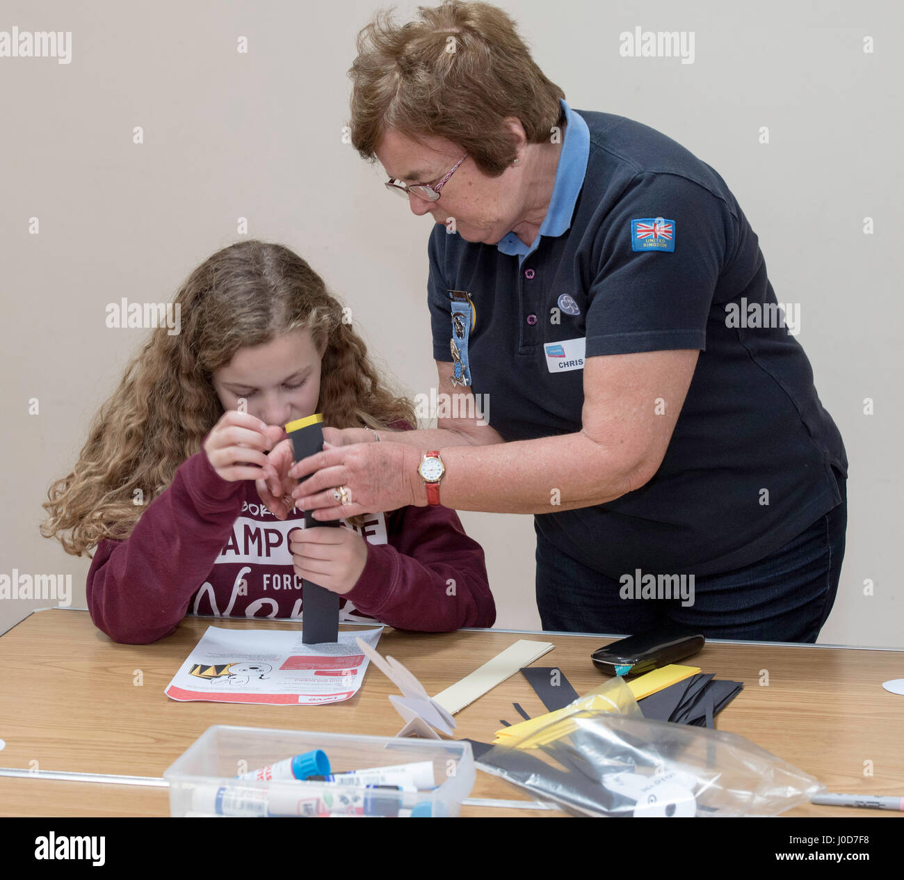 Brentwood, Essex, 12th April 2017. A Brownie leader helps with a volunteer taster session in Brentwood, Essex Credit: - Stock Image