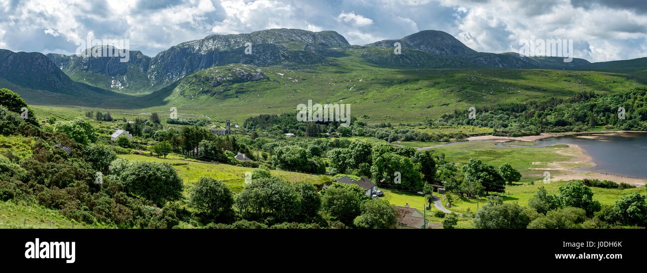 The Poisoned Glen and the Slieve Snaght range over Dunlewy, Derryveagh Mountains, County Donegal, Ireland - Stock Image