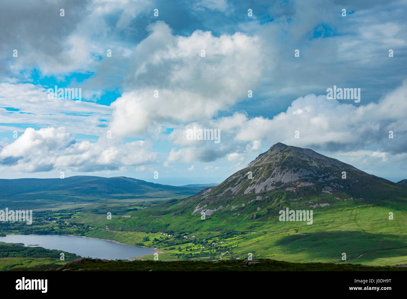 Errigal and Dunlewy Lough from the eastern ridge of Crockfadda, in the Derryveagh Mountains, County Donegal, Ireland - Stock Image