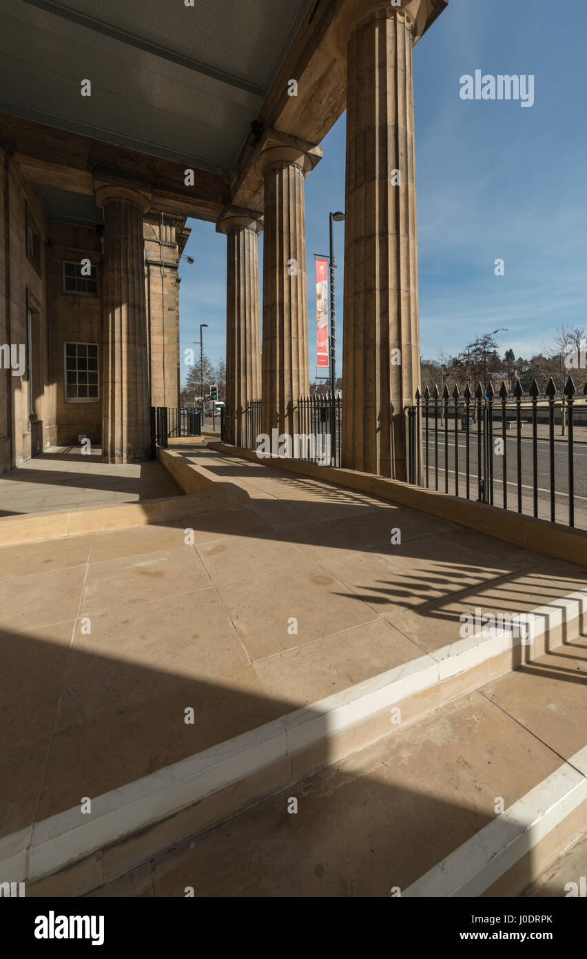 New disability access ramp at Perth Sheriff Court, Perth city centre,Tayside,Scotland,United Kingdom - Stock Image