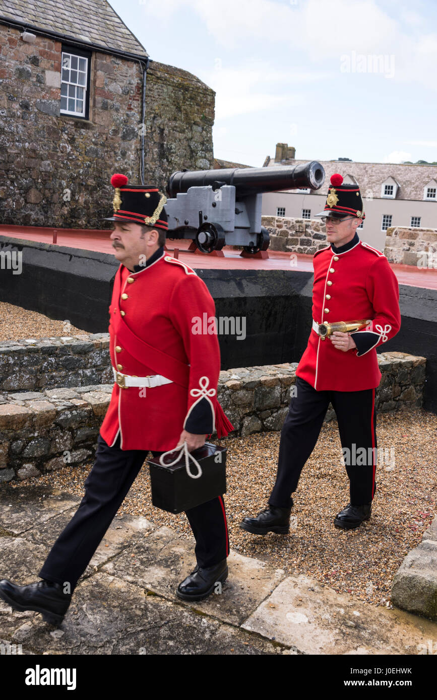 Pix shows: After having fired the noon-gun, the keepers march back to barracks.   One of the big visitors attraction - Stock Image