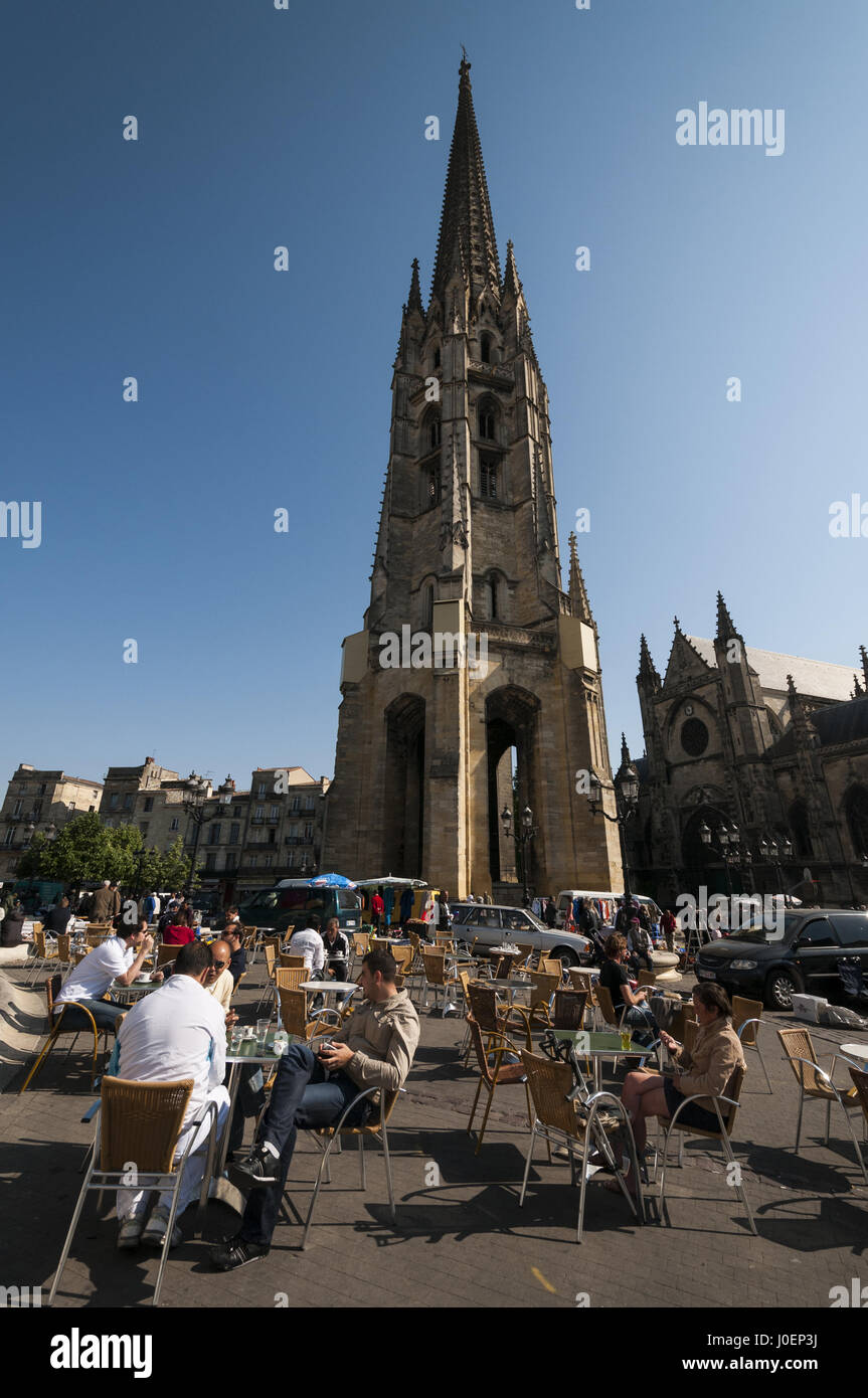 France, Bordeaux, Basillica Saint Michel, belltower and outdoor cafe seating - Stock Image