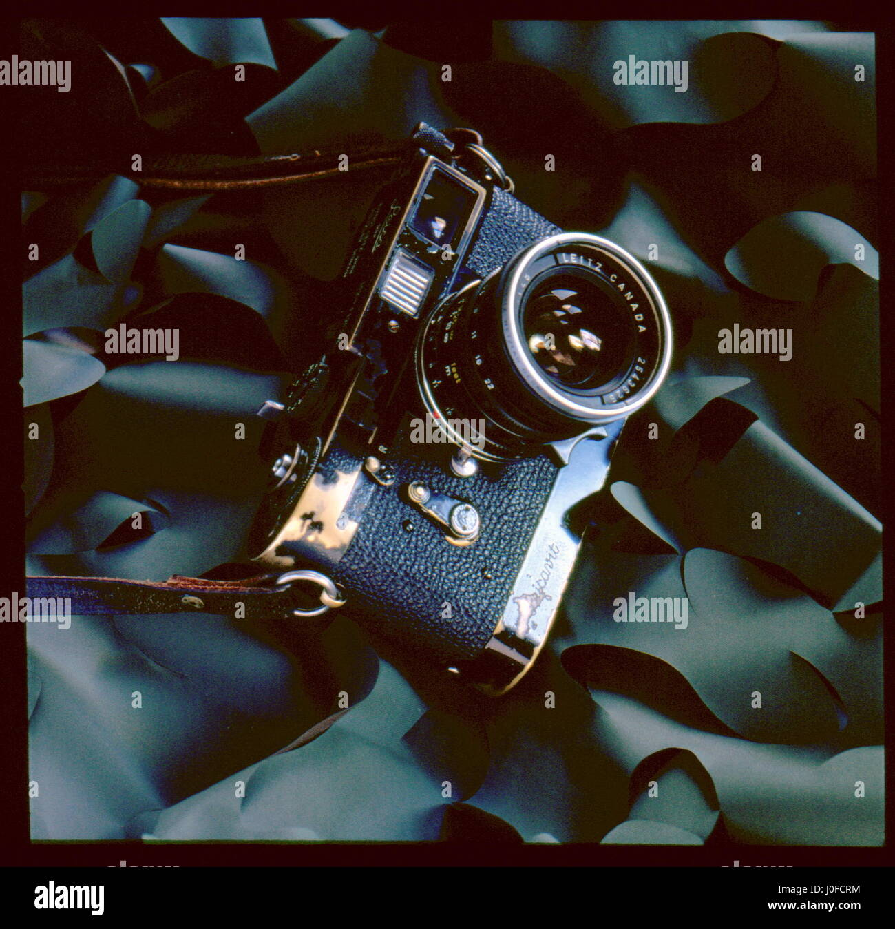 AJAXNETPHOTO. UNITED KINGDOM. -  CLASSIC LEICA CAMERA - BLACK PAINT 1950S LEICA M2 FITTED WITH LEICAVIT FILM WINDER. - Stock Image