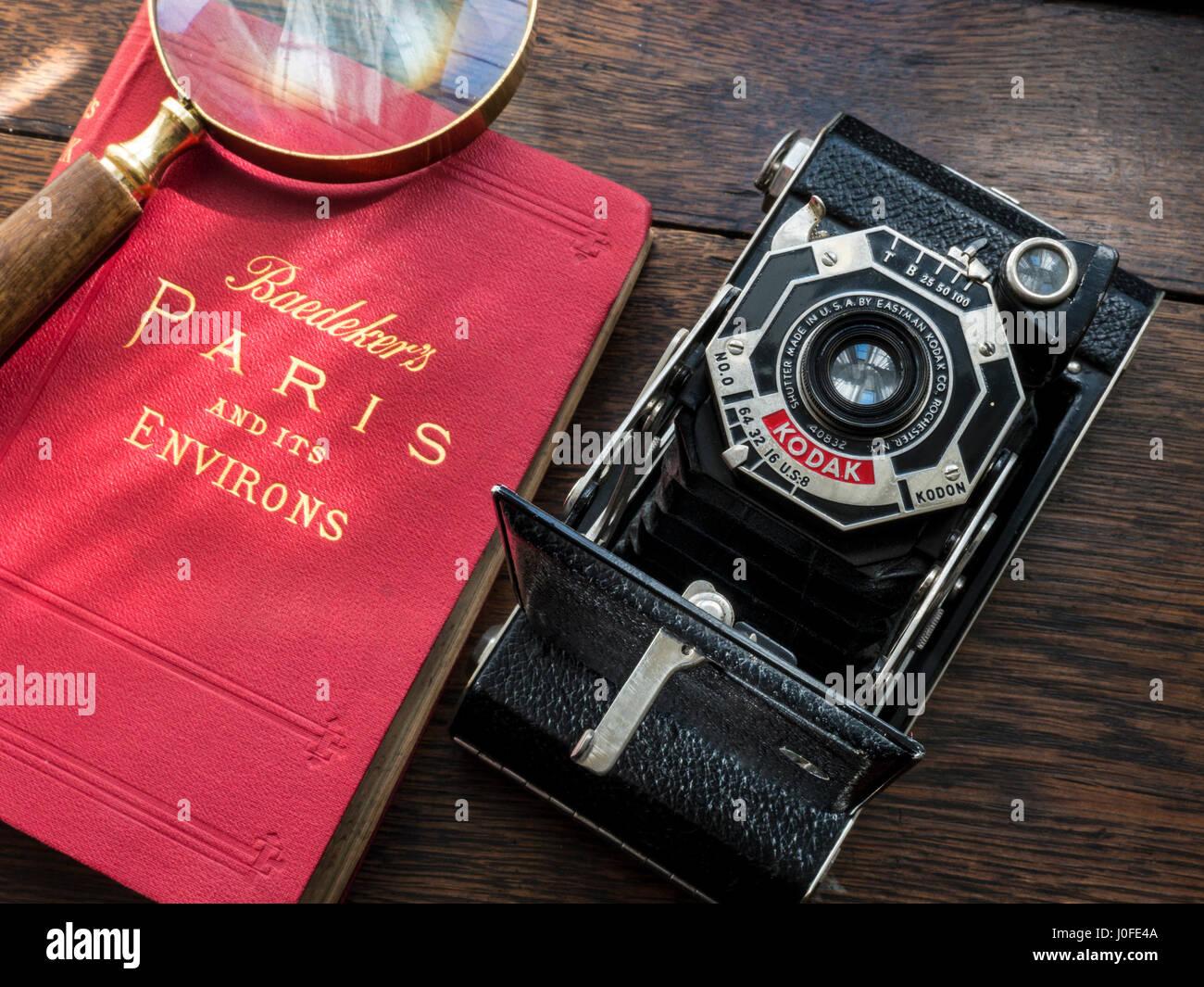 Vintage 1930's Art Deco Kodak 620 film camera with antiquarian 1930's Baedekers Paris map guide book - Stock Image