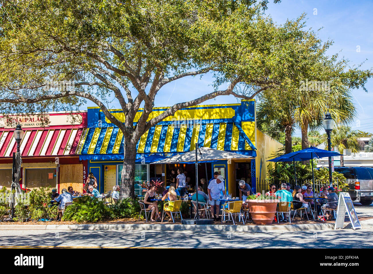 People dining at outdoor sidewalk cafe on Main Street in Sarasota Florida - Stock Image