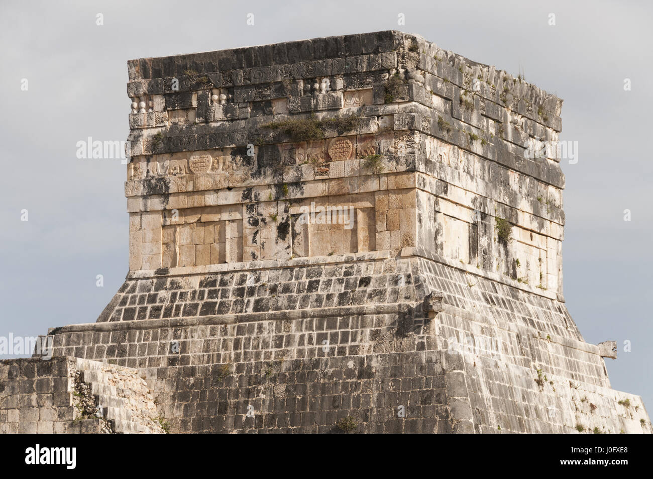 Mexico, Yucatan, Chichen Itza Mayan site, Gran Juego de Pelota, Great Ball Court, Temple of Jaguars and Shields - Stock Image