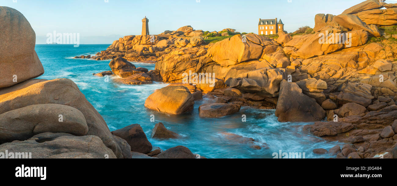 Ploumanach Lighthouse, Cote de Granit Rose, Cotes d'Amor, Brittany, France - Stock Image