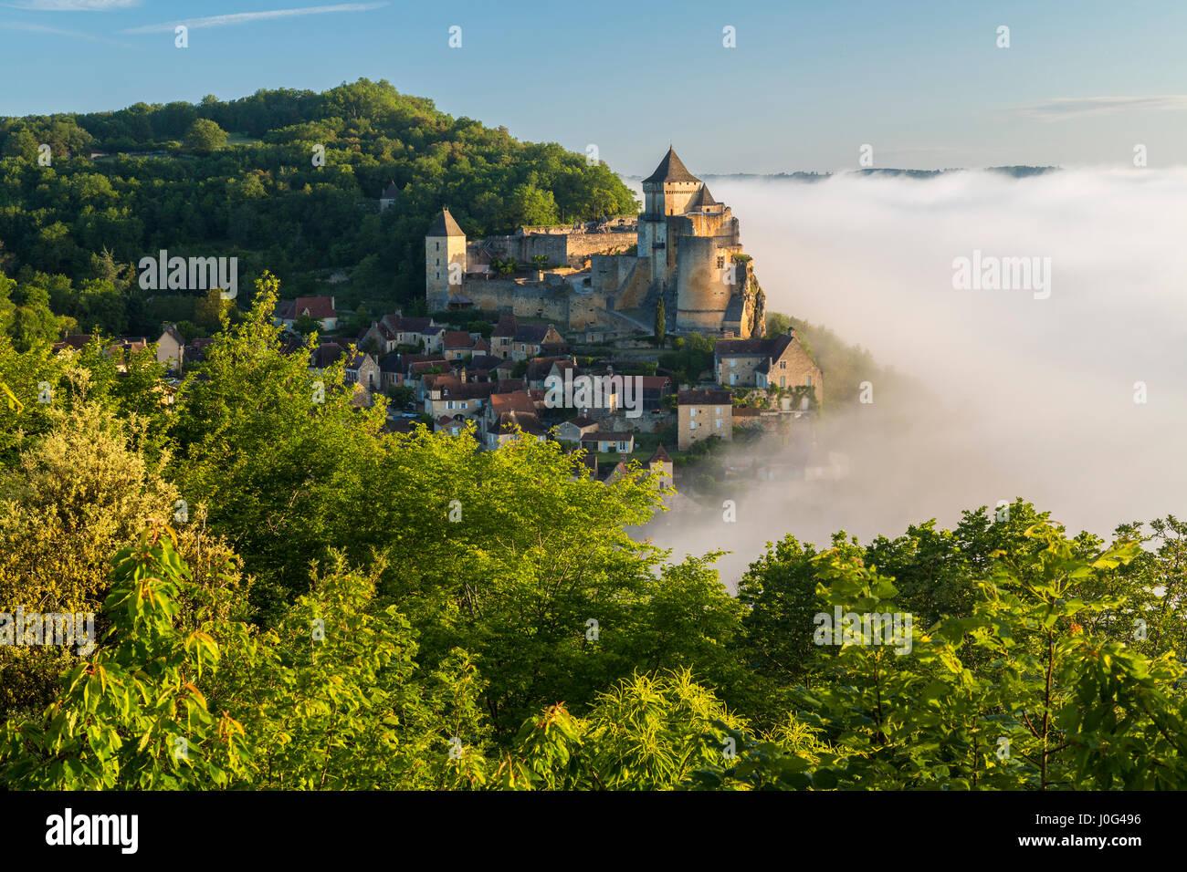 Morning mist, Chateau de Castelnaud, Castelnaud, Dordogne, Aquitaine, France Stock Photo