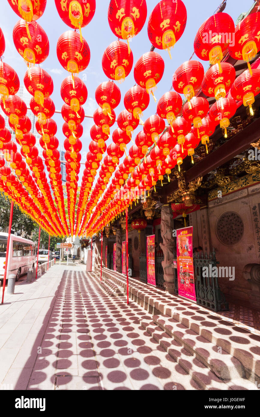 Chinese lanterns outside a temple in Telok Ayer street, SIngapore - Stock Image