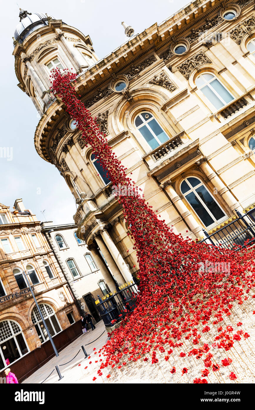 Weeping Window at Hull Cascade of poppies on the Maritime Museum in Hull Kingston Upon Hull UK England Hull city - Stock Image