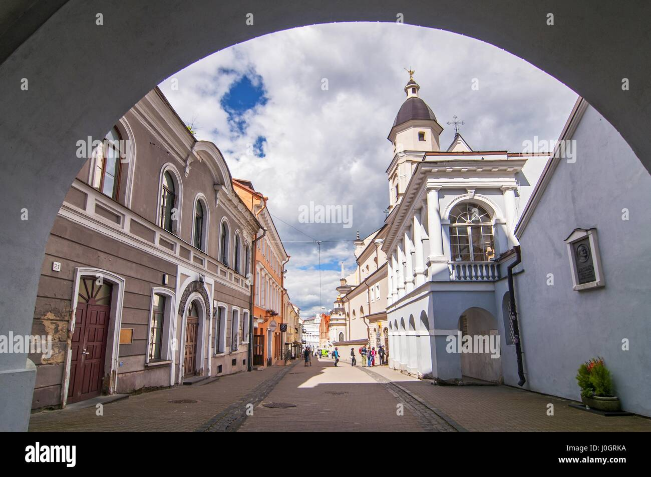 Ausros gate (gate of dawn) with basilica of Madonna Ostrobramska in Vilnius, Lithuania - Stock Image