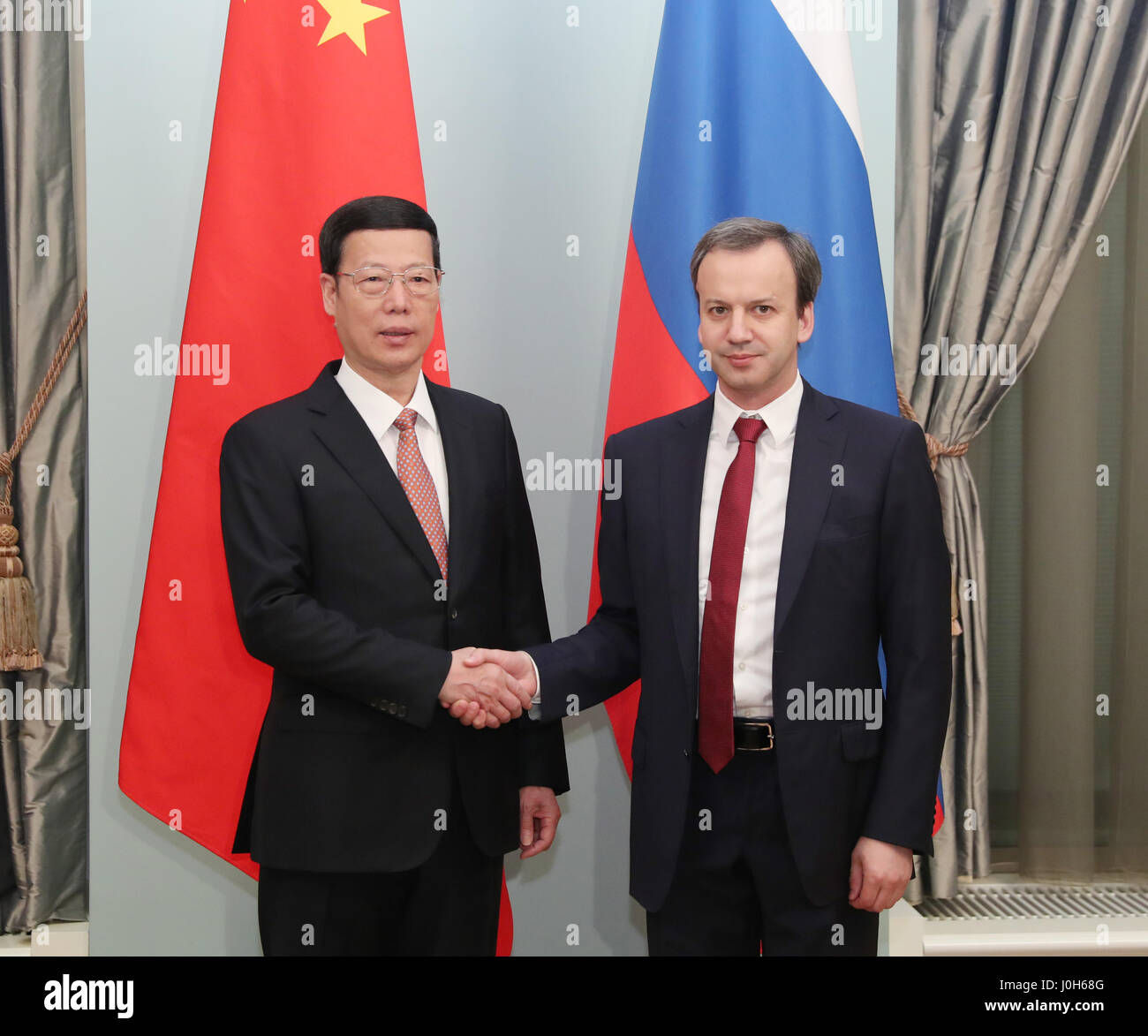 Moscow, Russia. 12th Apr, 2017. Chinese Vice Premier Zhang Gaoli (L) and his Russian counterpart Arkady Dvorkovich shake hands during the meeting of the China-Russia Energy Cooperation Committee in Moscow, Russia, April 12, 2017. Credit: Pang Xinglei/Xinhua/Alamy Live News Stock Photo