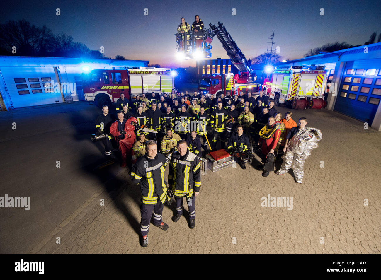 Lehrte, Germany. 16th Mar, 2017. Members of the voluntary fire brigade pose for a group photo in Lehrte, Germany, - Stock Image