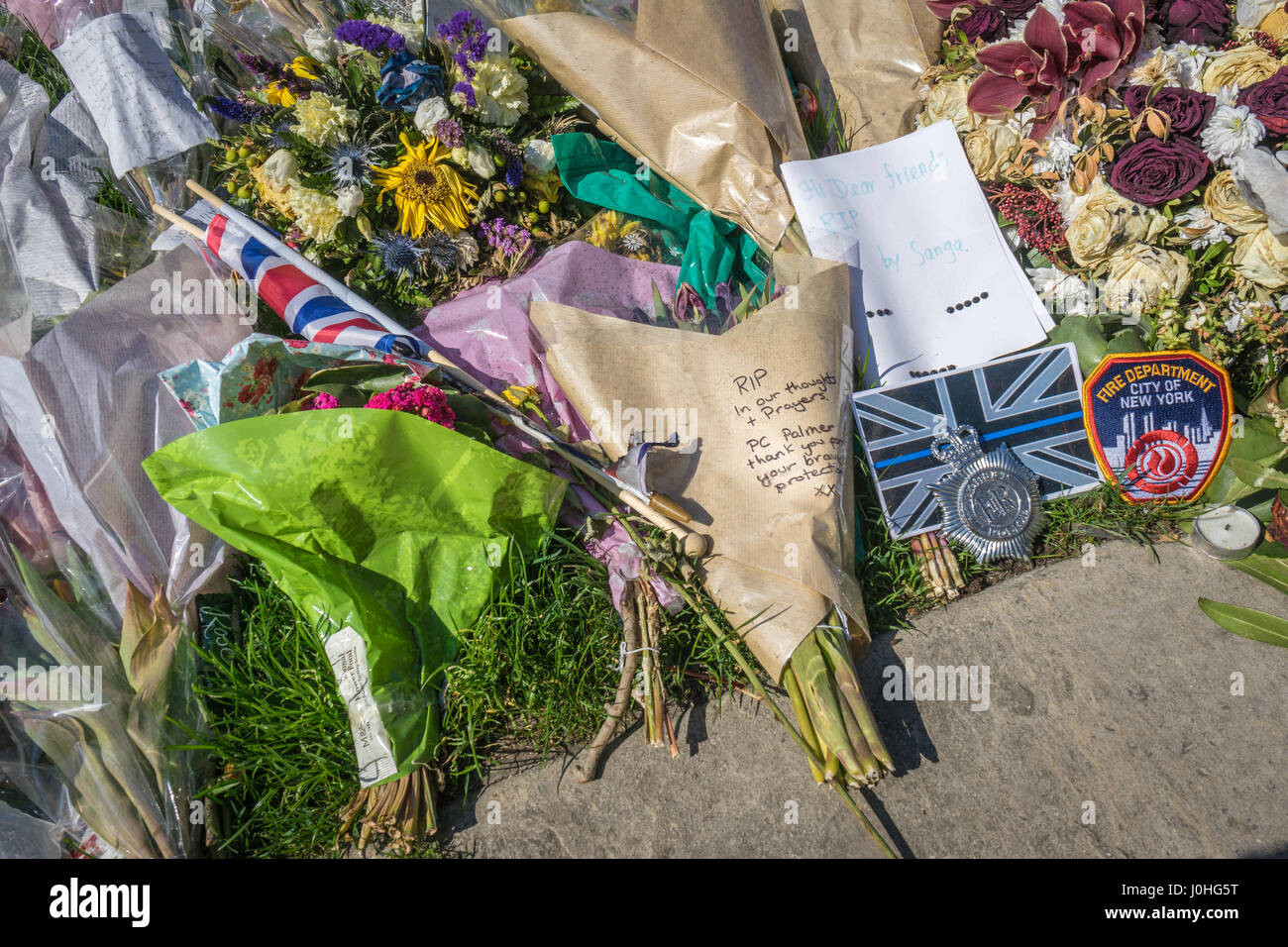 Floral Tributes, placed outside the Palace of Westminster, to the victims of the Westminster attack  by Khalid Masood Stock Photo