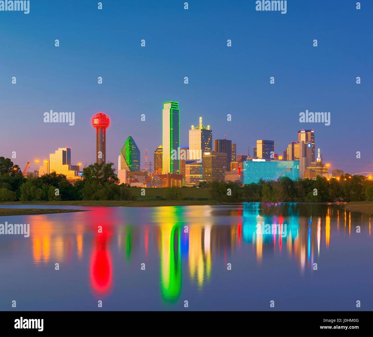 dallas skyline reflection at dawn downtown dallas texas usa J0HM0G