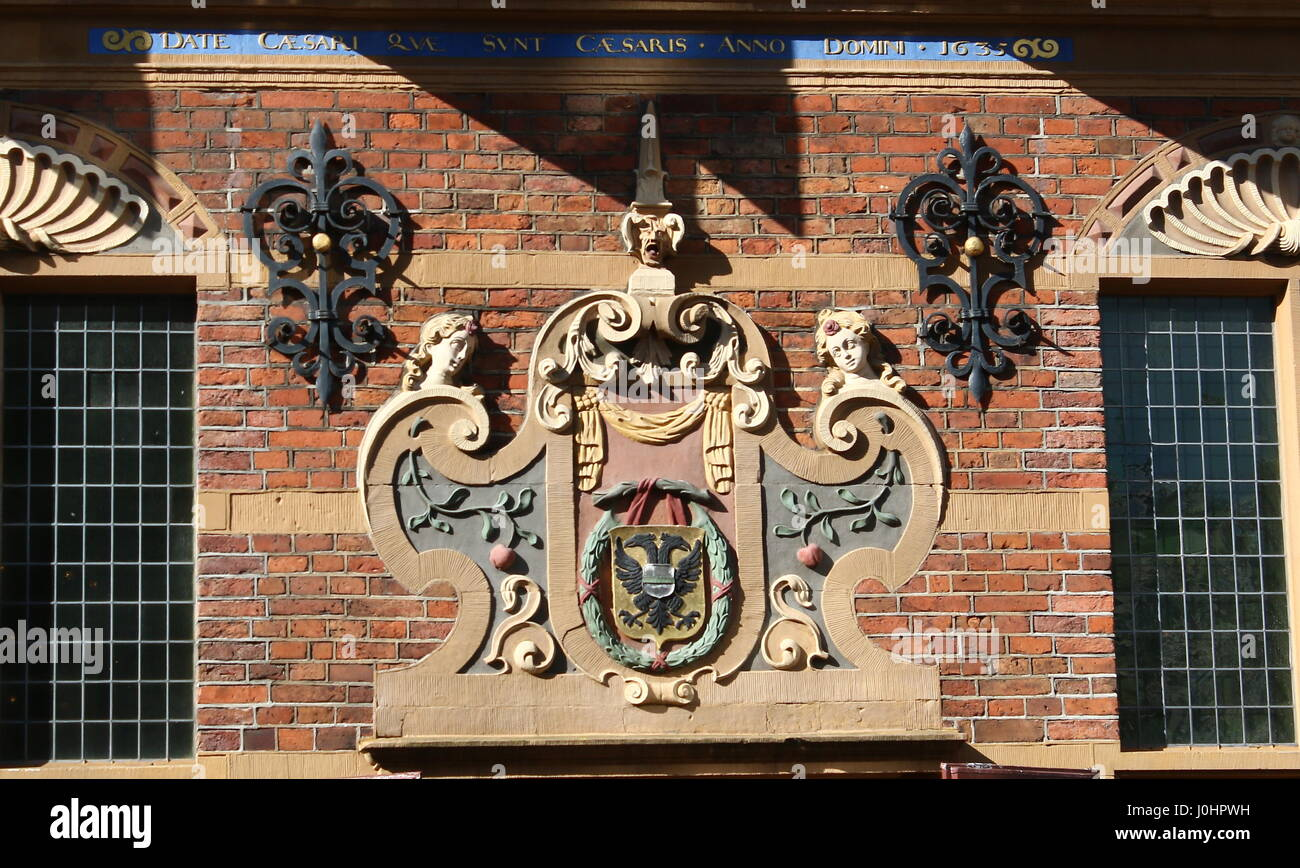 17th century coat of arms on the Goudkantoor (Gold Office) on Grote Markt main square in Groningen, The Netherlands. - Stock Image