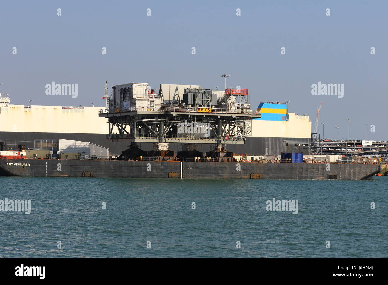 A Rampion Offshore Wind Farm platform sits in Southampton port aboard the AMT Venturer Barge - Stock Image
