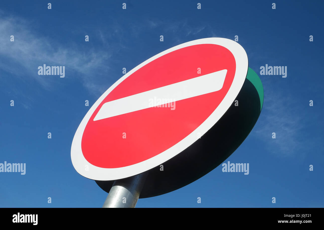 No entry sign on blue sky - Stock Image
