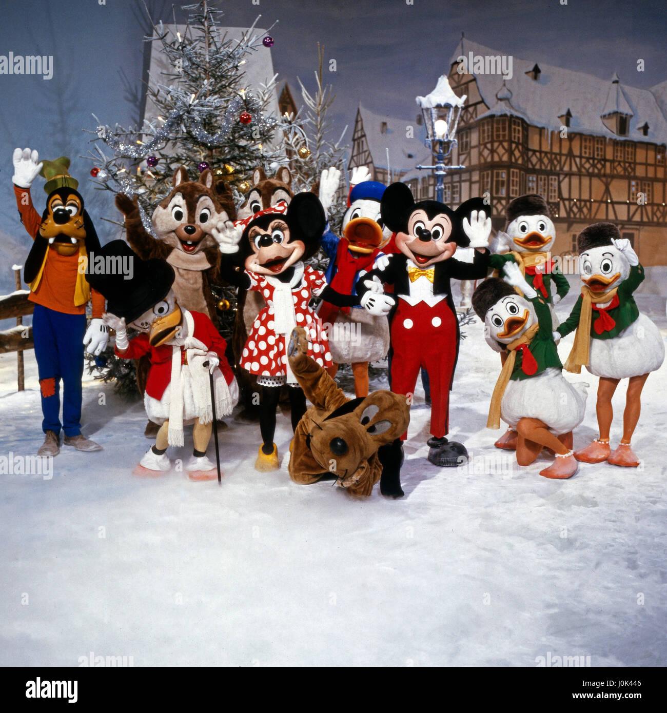 Walt Disney's Fröhliche Weihnachten, Weihnachtsrevue für kleine und große Kinder, Deutschland 1984, Regie: Gerit Neuhaus,  Mitwirkende: (v. l.) Goofy, Dagobert Duck, Ahörnchen, Behörnchen, Minni Maus, Pluto, Donald Duck, Micky Maus, Tick, Trick, Track Stock Photo