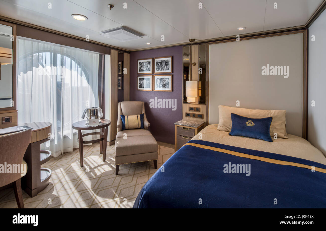 Cunard Cruise Ship Interior Stock Photos Amp Cunard Cruise